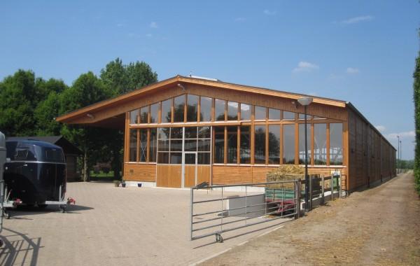 Nieuwbouw manege te Willemstad