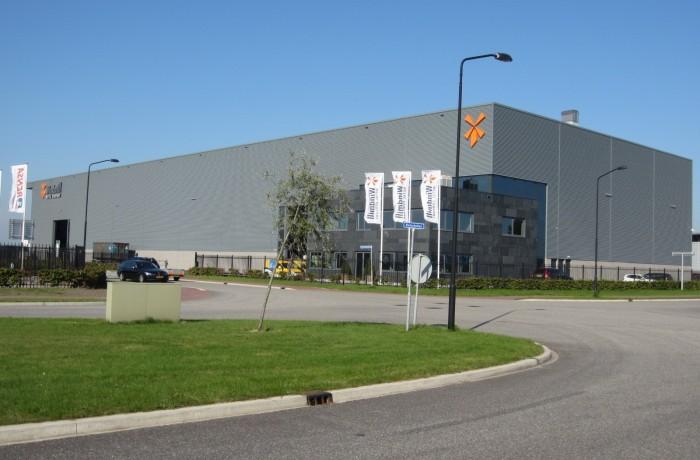 Bedrijfshal met kantoor en laadkuil | Borchwerf, Oud Gastel