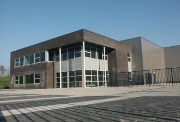 Nieuwbouw kantoorpand met bedrijfsruimte te Klundert